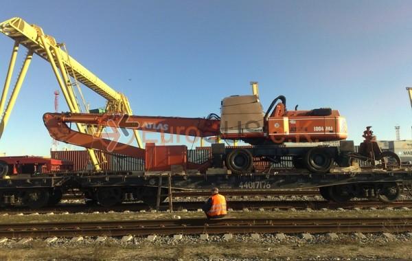 Transport of an excavator TEREX TM 350 (ATLAS 1804 MI)