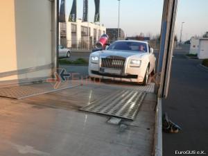 Fahrzeugüberführung, geschlossener Autotransporter