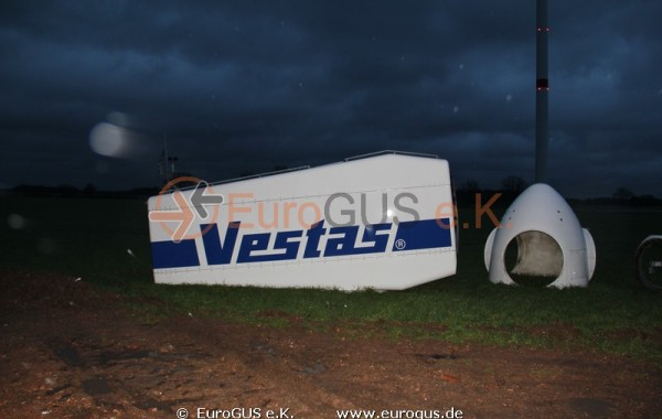 Heavy and oversized transport of a wind turbine Vestas V44